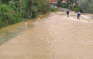 Lâm Đồng: Lũ quét bất ngờ, một công an viên bị cuốn mất tích