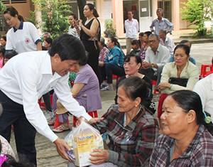 Tuyên Quang: Đảm bảo phân phối quà Tết đúng đối tượng, công bằng