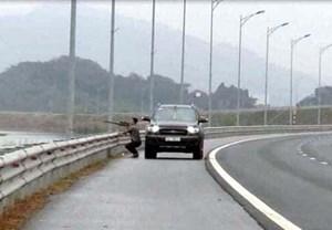 Triệu tập tài xế dừng xe bắn chim trên cao tốc Hạ Long - Hải Phòng