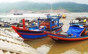 Va chạm chìm tàu cá 1 người bị thương