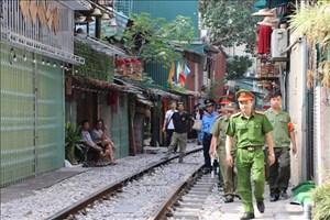 Phong tỏa khu vực cà phê đường tàu tại Hà Nội