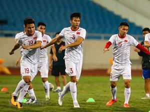 Tuyển Việt Nam làm quen sân Mỹ Đình, sẵn sàng đối đầu UAE
