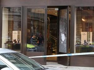 Vụ cướp táo tợn giữa phố mua sắm ở London