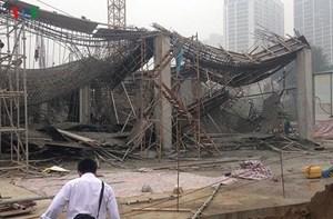 Vụ sập giàn giáo khiến 3 người chết ở Hà Nội: Ai chịu trách nhiệm?