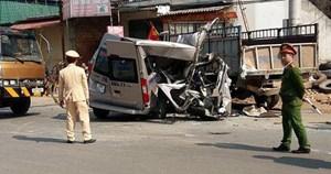 Xe du lịch gặp nạn ở Mộc Châu, 4 người thương vong