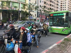 Xe máy, ôtô thản nhiên nối đuôi chiếm 'lãnh địa' buýt nhanh BRT