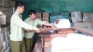 Xe tải chở hơn 1,7 tấn gỗ hương, gỗ trắc
