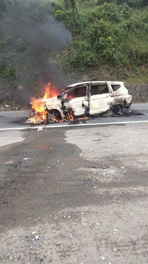 Quảng Nam: Xe ô tô nghi phát nổ khiến 2 người tử vong