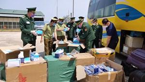 Hà Tĩnh: Bắt xe khách chuyển lậu 3 vạn khẩu trang qua Lào
