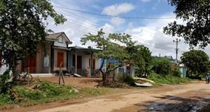 Xóa nhà tạm ở Dhung Knung