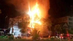 [VIDEO] cháy ngôi nhà 4 tầng tại Nghệ An