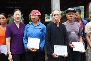 Mặt trận thăm hỏi, hỗ trợ các gia đình bị thiệt hại do mưa lũ