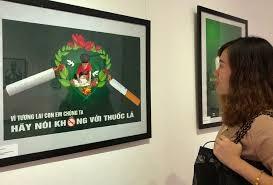 Phòng, chống tác hại của thuốc lá thông qua triển lãm tranh cổ động