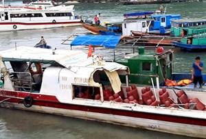 Tàu cá va chạm với tàu khách, 3 người bị thương