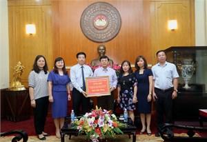 3,5 tỷ đồng giúp đồng bào lũ lụt thông qua UBTƯ MTTQ Việt Nam