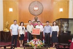 3,8 tỷ đồng giúp đồng bào lũ lụt thông qua UBTƯ MTTQ Việt Nam
