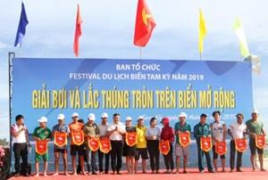 Festival du lịch biển Tam Kỳ: Sôi động giải thi bơi và lắc thúng