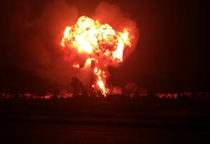 [VIDEO] Xe bồn bất ngờ phát nổ