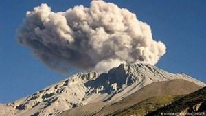 Peru ban bố tình trạng khẩn cấp do núi lửa hoạt động mạnh