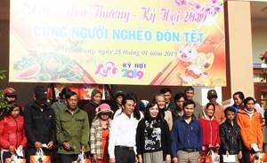 Trao quà Tết cho 500 hộ nghèo của huyện Hòa Vang