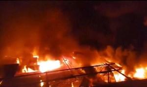 [VIDEO] 45 ki-ốt chợ huyện Ea Kar bất ngờ cháy rụi