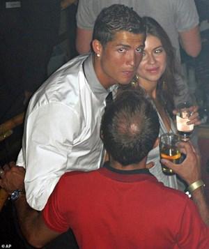 Cristiano Ronaldo thoát tội hiếp dâm do không đủ bằng chứng