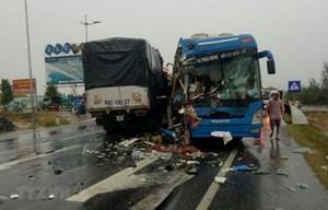 Quảng Bình: Tai nạn giao thông liên hoàn, nhiều người nhập viện