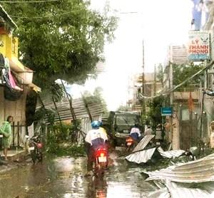 An Giang: Mưa kèm gió lốc, hơn 600 căn nhà bị sập và tốc mái