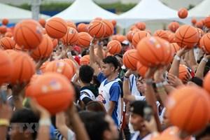 [ẢNH] Đã mắt với màn dẫn bóng rổ của 3.800 người tại Philippines