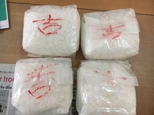 Tây Ninh: Bắt hai đối tượng vận chuyển 10kg ma túy đá