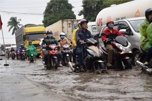 Ách tắc kinh hoàng trên quốc lộ 1A gần cầu An Tân