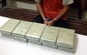 Án tử hình cho đối tượng mang 10 bánh heroin vào Việt Nam