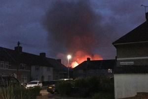 Anh: Cháy tại một trường tiểu học, huy động 80 lính cứu hỏa