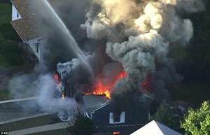 [ẢNH] Hàng loạt vụ nổ gas rung chuyển thành phố Boston, 70 ngôi nhà bị thiêu rụi