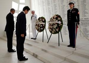 [ẢNH] Thủ tướng Abe và Tổng thống Obama tại Trân Châu Cảng