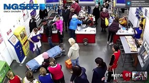 Bà bầu đẻ rơi trong siêu thị