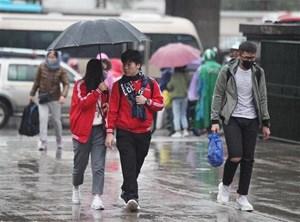 Bắc Bộ mưa nhỏ trời rét, Miền Nam nắng nóng