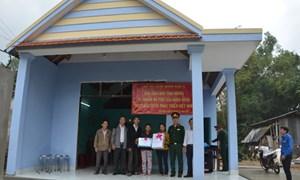 Ban chỉ huy quân sự huyện Sơn Tịnh bàn giao nhà tình nghĩa