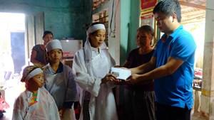 Bạn đọc báo Đại Đoàn Kết hỗ trợ 7 triệu đồng cho gia đình 'cha con bị lũ cuốn'
