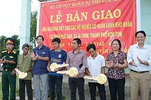 Bàn giao 4 căn nhà Đại đoàn kết cho hộ nghèo, khó khăn ở xã Ia Chim