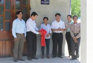 Bàn giao 5 nhà Đại đoàn kết cho hộ nghèo thị xã Hương Thủy