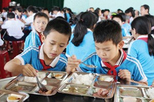Băn khoăn bữa ăn học đường