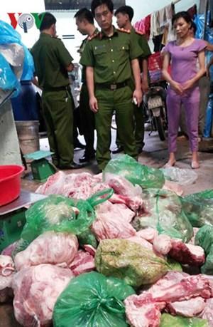 Bán thịt lợn thối, ngả màu vàng cho công nhân, quán cơm giá rẻ