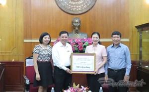 BẢN TIN MẶT TRẬN: Công đoàn NN&PTNT ủng hộ đồng bào miền Trung