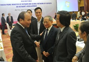 Bàn tròn Thủ tướng với Mạng lưới Chuyên gia toàn cầu về Phát triển Việt Nam