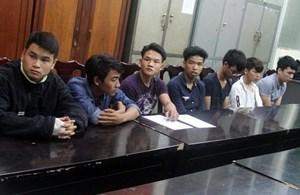 Bắt 9 thanh thiếu niên đập phá hàng loạt ô tô trong đêm cho… vui