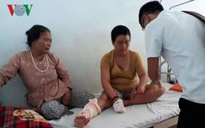 Bất cẩn để xăng bén lửa, hai vợ chồng bị bỏng nặng