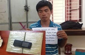 Bắt đối tượng người Lào vận chuyển 2 bánh heroin