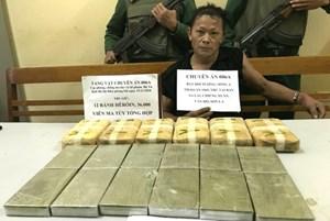 Bắt đối tượng vận chuyển 12 bánh heroin