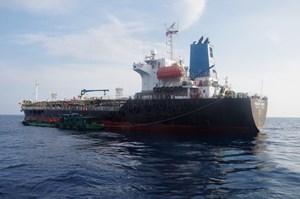 Bắt đường dây buôn lậu xăng dầu tại vùng biển Quảng Ngãi